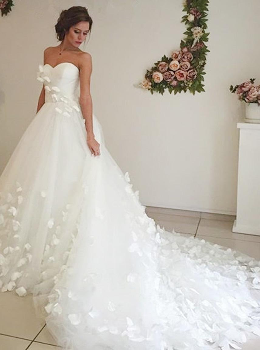 Adorable Sweetheart Court Train White Wedding Dress with Handmade Flower