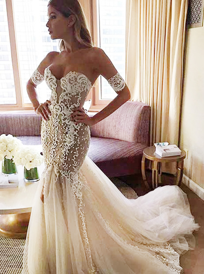 Stylish Sweetheart Watteau Train Mermaid Wedding Dress with White Lace фото