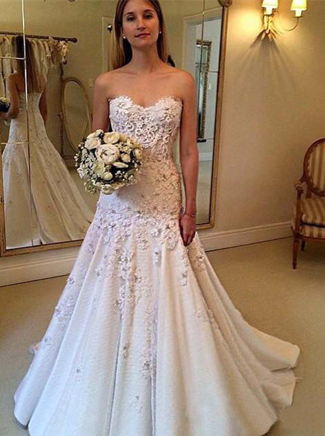 Elegant Swetheart Sweep Train Beach Wedding Dress with Lace Appliques, Ivory