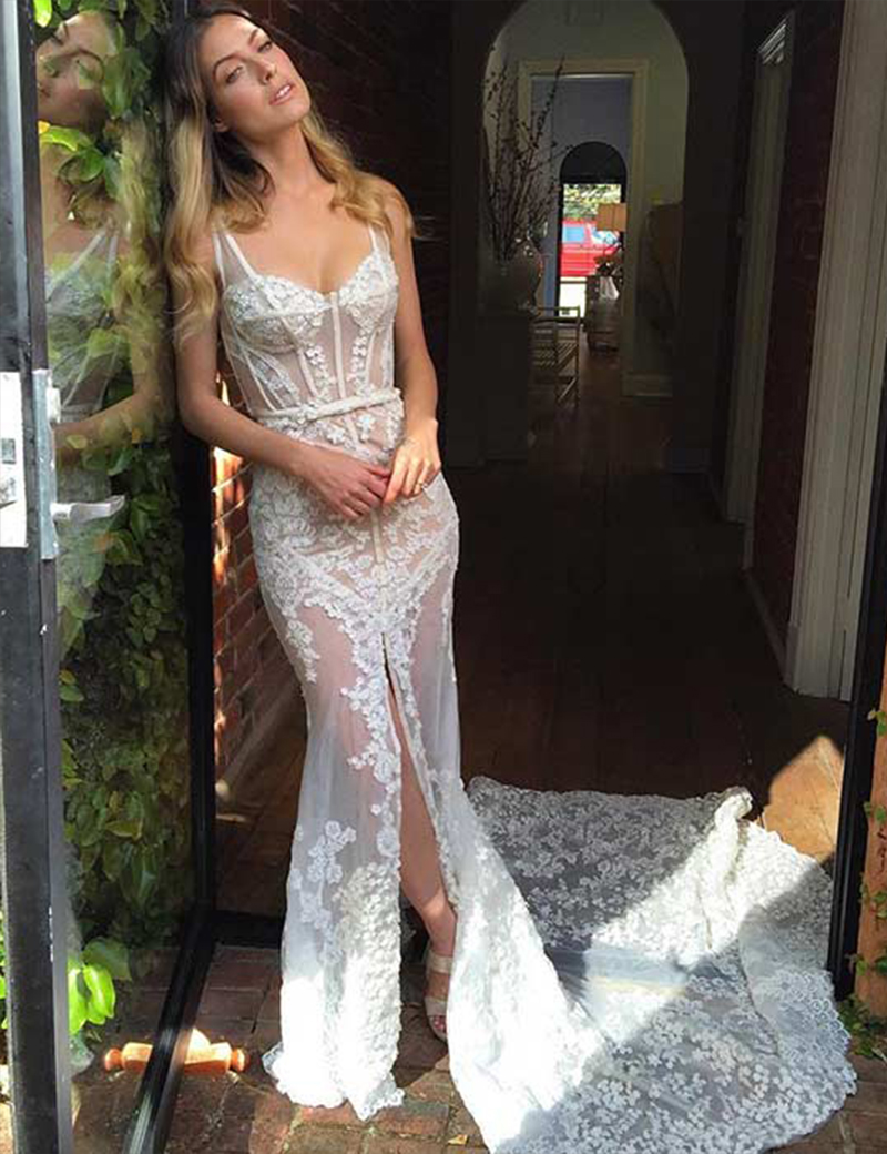 Sexy Scoop Sleeveless Mermaid Court Train Lace Wedding Dress with Sash Legslit фото
