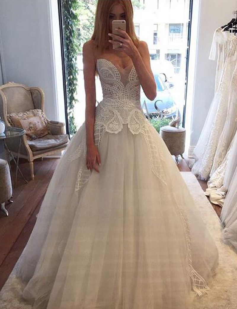 Decent Sweetheart Sleeveless Sweep Train Ivory Wedding Dress with Lace