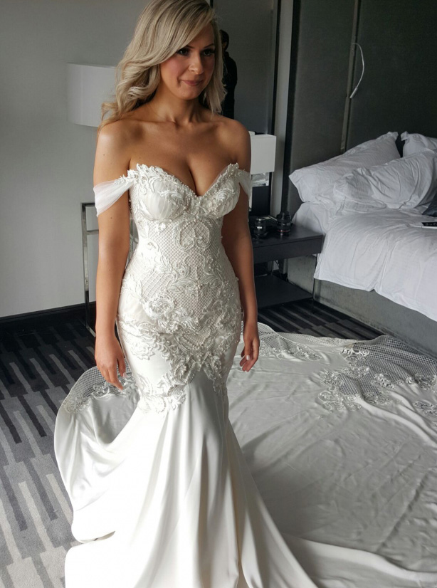 Mermaid Off-the-Shoulder Court Train Wedding Dress with Lace Appliques Pearls фото