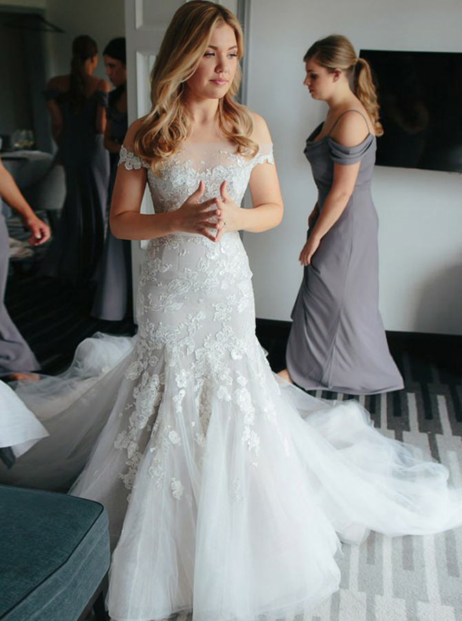 Sheath Off-the-Shoulder Court Train Tulle Wedding Dress with Appliques фото