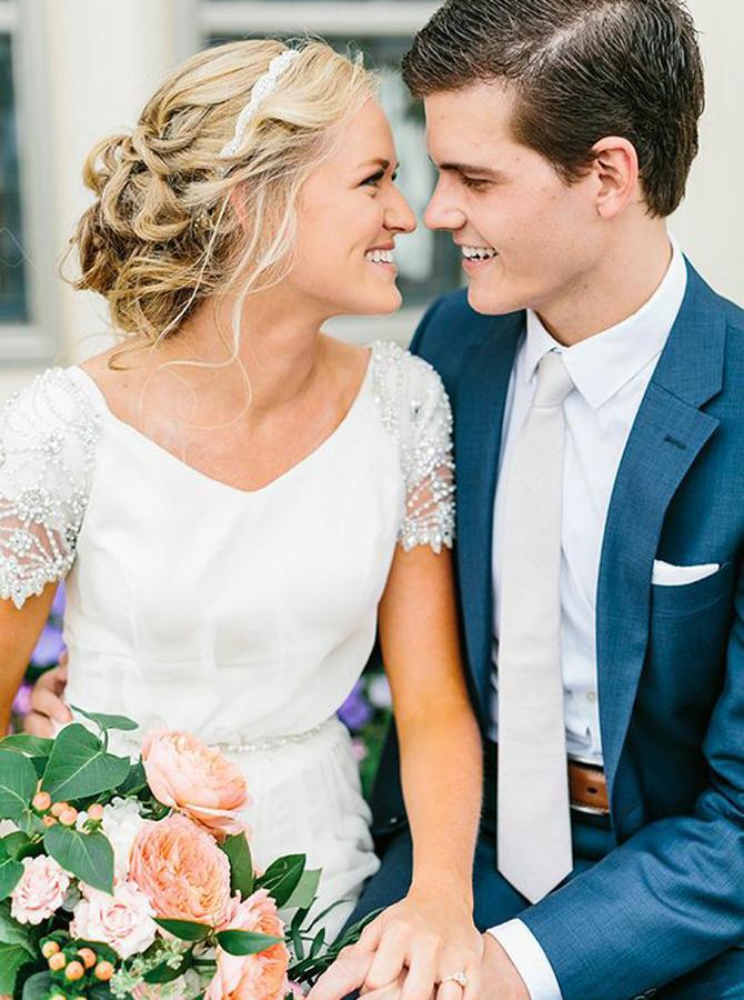 A-Line V-Neck Short Sleeves Chiffon Wedding Dress with Beading, White