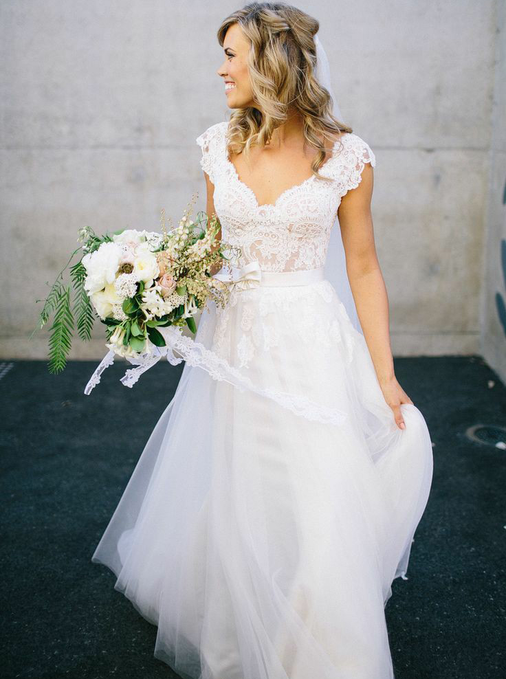 A-Line V-Neck Cap Sleeves Tulle Wedding Dress with Lace, White