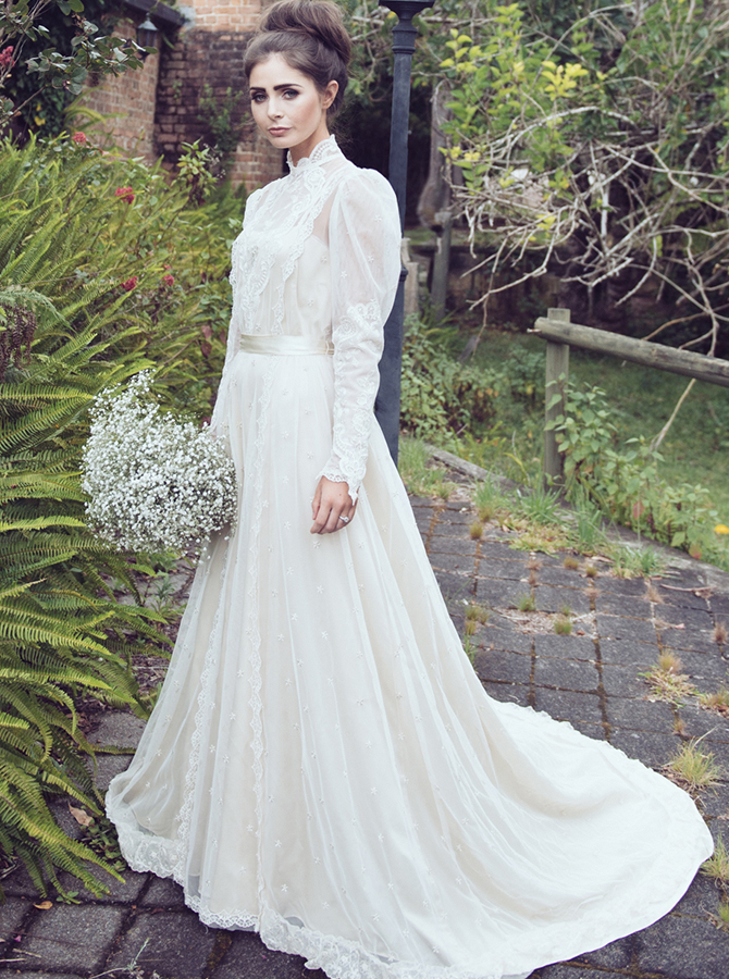 A-Line High Neck Long Sleeves Lace Wedding Dress with Appliques фото