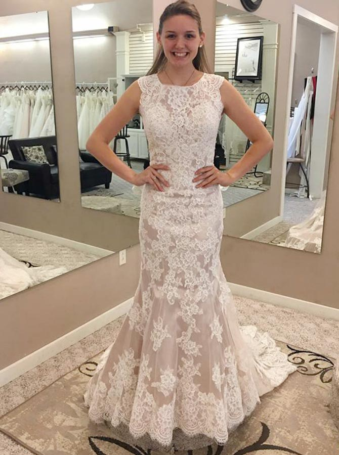 Mermaid Round Neck Illusion Back Lace Wedding Dress with Appliques фото