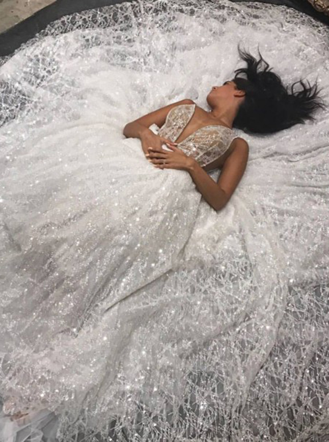 Simple-dress / A-Line Spaghetti Straps Floor-Length Lace Sequins Wedding Dress