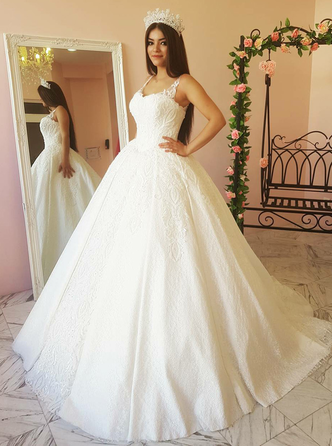 Ball Gown Square Neck Court Train Wedding Dress with Appliques фото