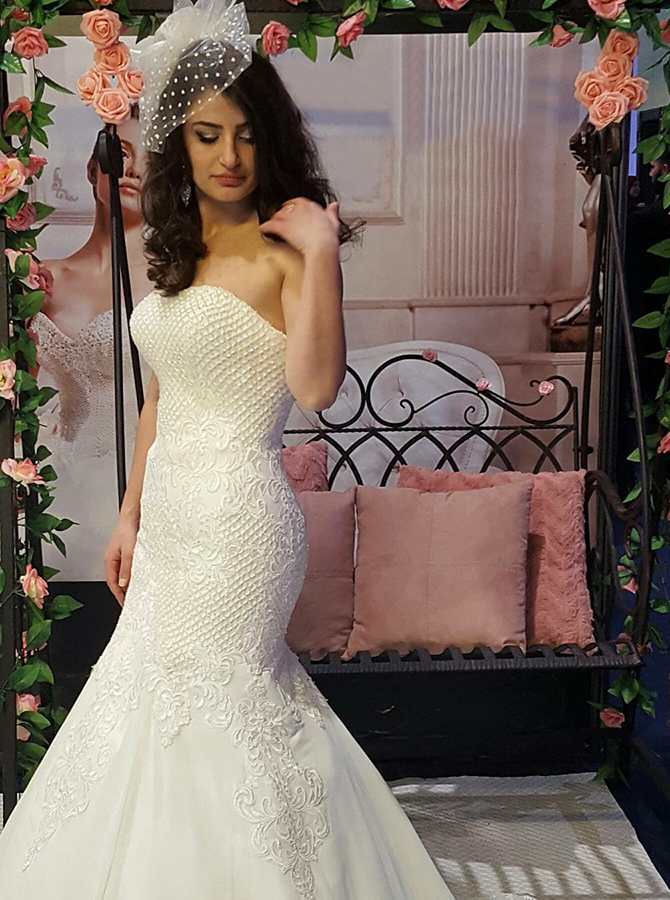 Mermaid Sweetheart Sweep Train Wedding Dress with Appliques фото