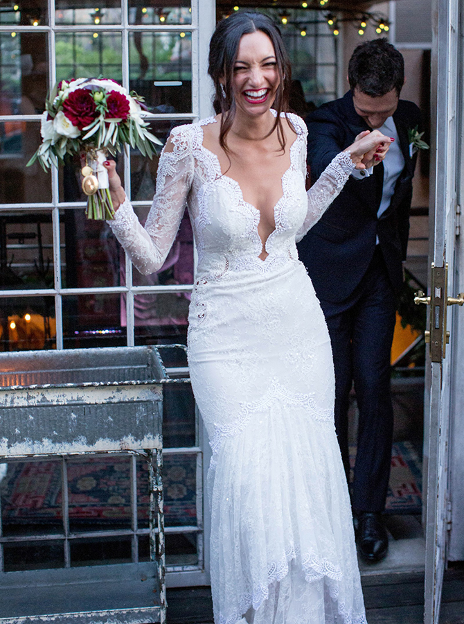 Mermaid V-Neck Long Sleeves Lace Wedding Dress with Appliques фото