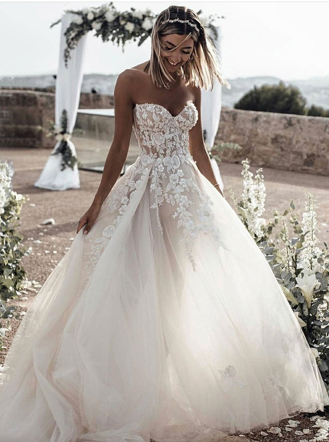 A-Line Sweetheart Sleeveless Sweep Train Tulle Wedding Dress with Appliques, White