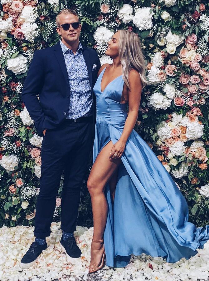A-Line V-Neck Floor-Length Light Sky Blue Chiffon Prom Dress with Split фото