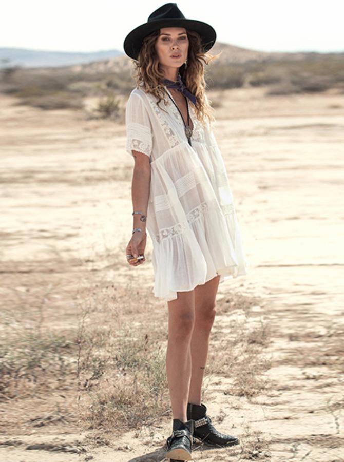 V-образным вырезом короткие рукава Белый легкой струящейся платье бохо с кружевом