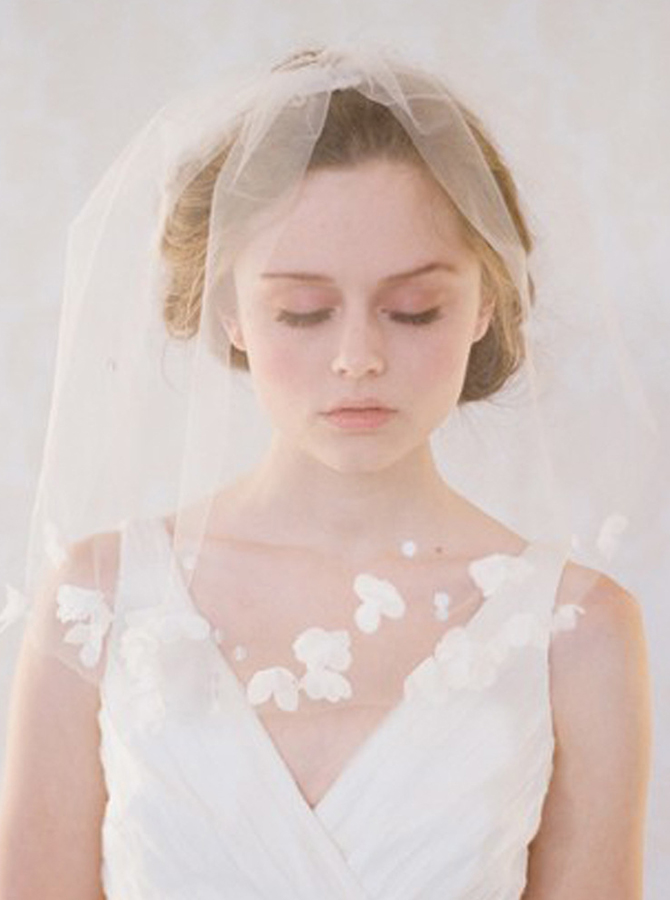 One-tier Cut Edge Blusher Veils with Artificial Flowers фото