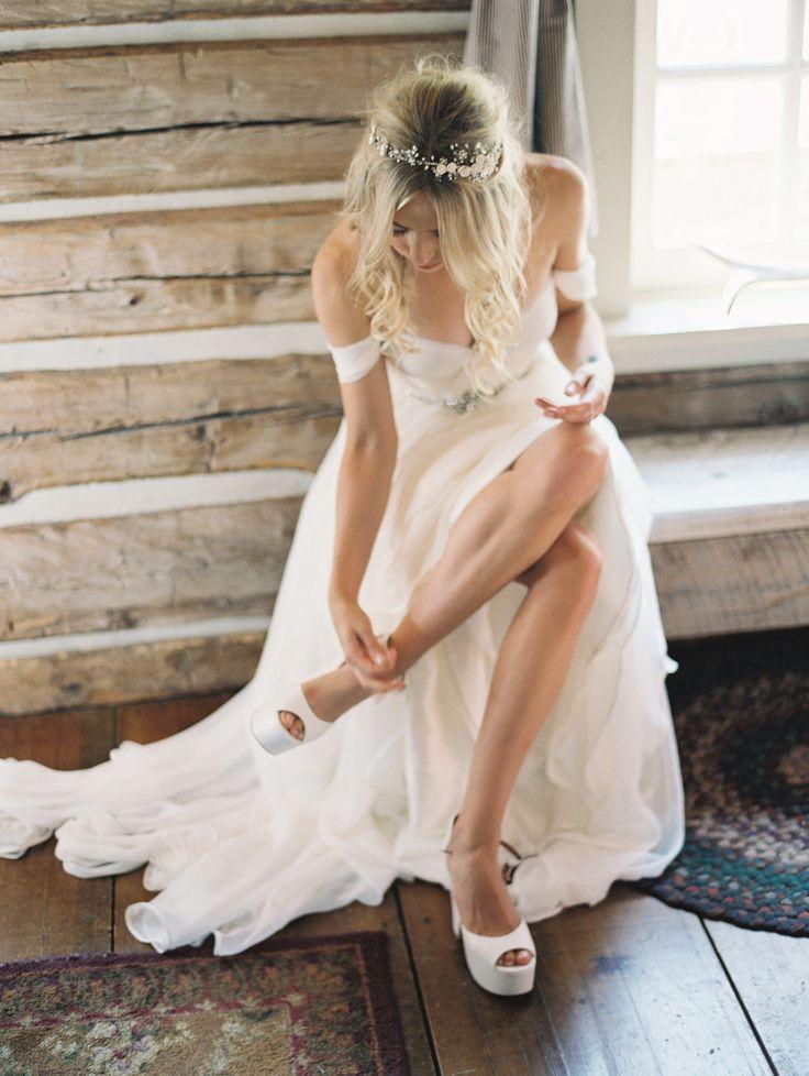 Elegant Off-shoulder Beading Sash Long Chiffon Wedding Dress фото