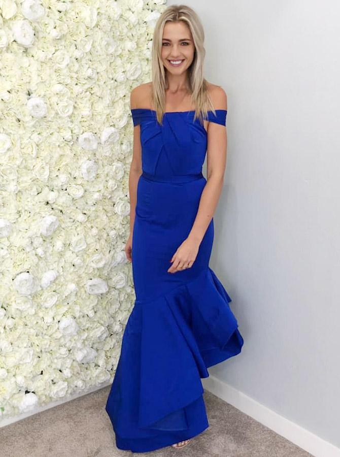 Simple-dress / Mermaid Off-the-Shoulder Royal Blue Satin Bridesmaid Dress with Ruffles