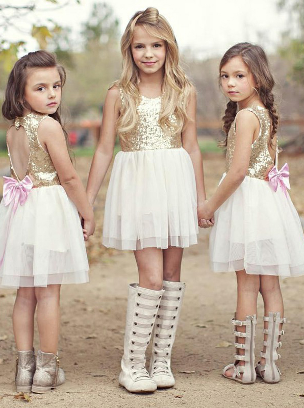 A-Line Round Neck Open Back White Short Flower Girl Dress with Sequins Bowknot фото