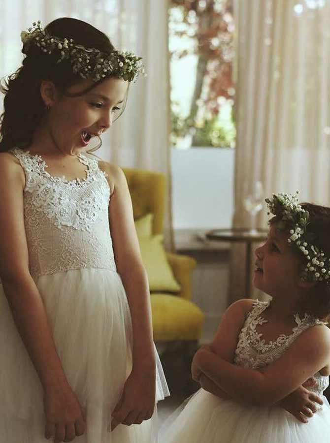 A-Line Round Neck White Tulle Flower Girl Dress with Lace Appliques фото