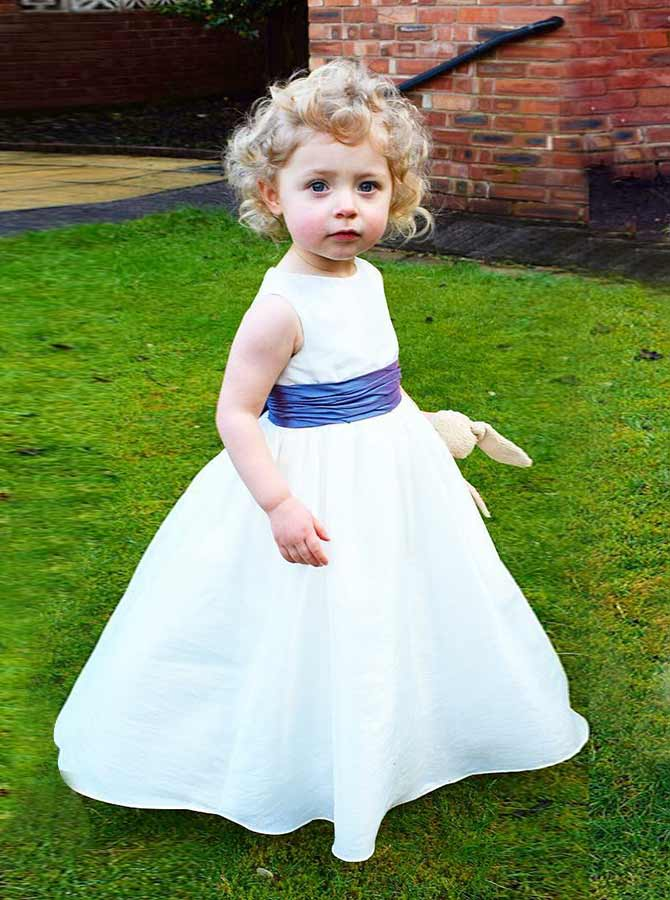Simple-dress / A-Line Round Neck White Elastic Satin Flower Girl Dress with Bowknot