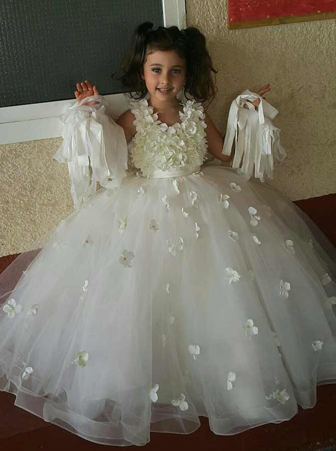 Simple-dress / Ball Gown Round Neck White Tulle Flower Girl Dress with Flowers