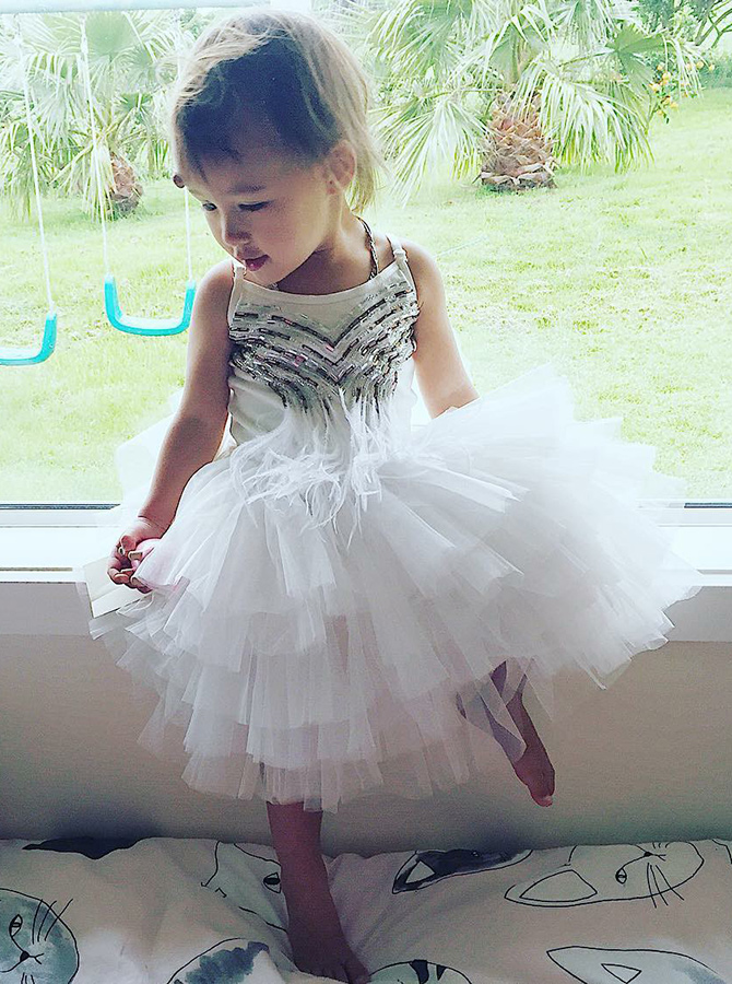 A-Line Round Neck Tired White Tulle Flower Girl Dress with Sequins фото