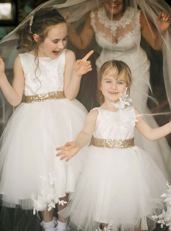 A-Line Round Neck White Tulle Flower Girl Dress with Lace Sequins фото