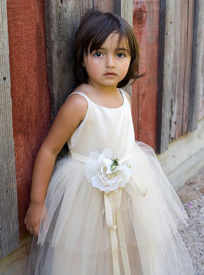 Simple-dress / A-Line Round Neck Ivory Tulle Flower Girl Dress with Flowers
