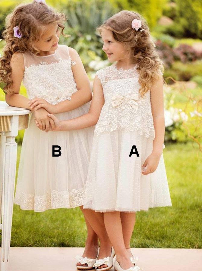 A-Line Round Neck White Lace Flower Girl Dress with Lace Bowknot