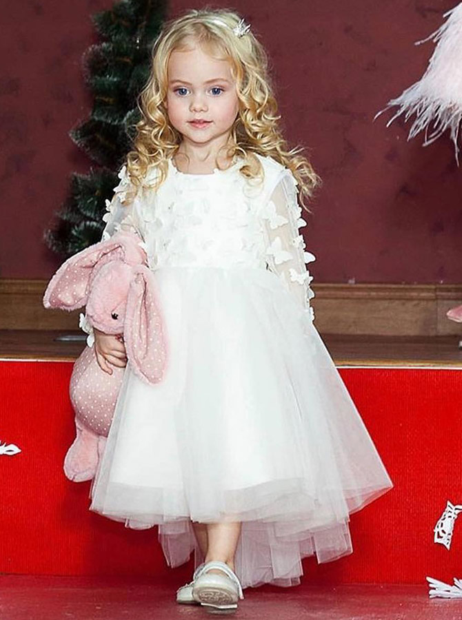 A-Line Round Neck Long Sleeves White Tulle Flower Girl Dress with Lace