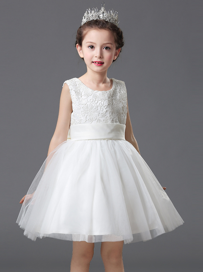 A-Line Round Neck White Flower Girl Dress with Appliques фото
