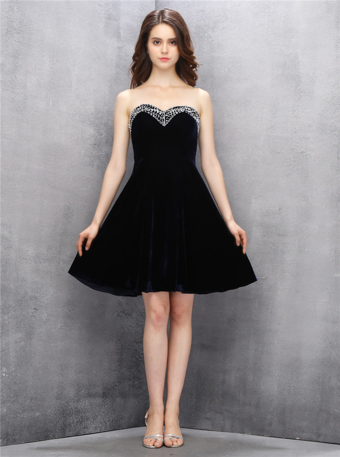 Glamorous Sweetheart Short Black Velvet Homecoming Dress with Beading Top фото