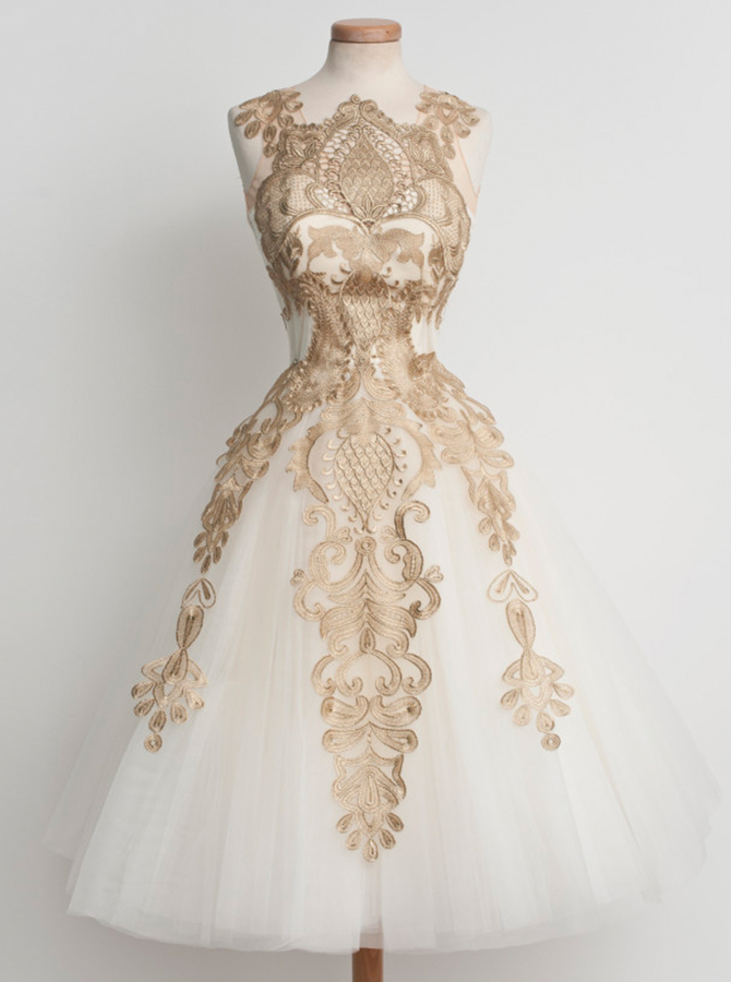 A-Line Jewel Tea-Length Sleeveless Ivory Tulle Homecoming Dress with Appliques фото