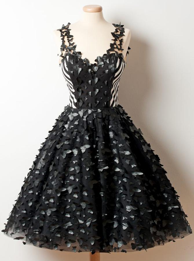 A-Line Deep V-Neck Knee-Length Black Organza Homecoming Dress with Appliques фото