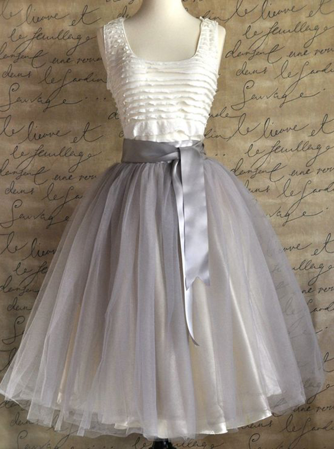 A-Line Scoop Knee-Length Sleeveless Grey Tulle Homecoming Dress with Belt