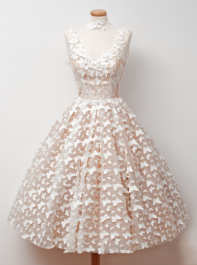 A-Line Jewel Tea-Length Sleeveless Champagne Tulle Homecoming Dress with Appliques фото