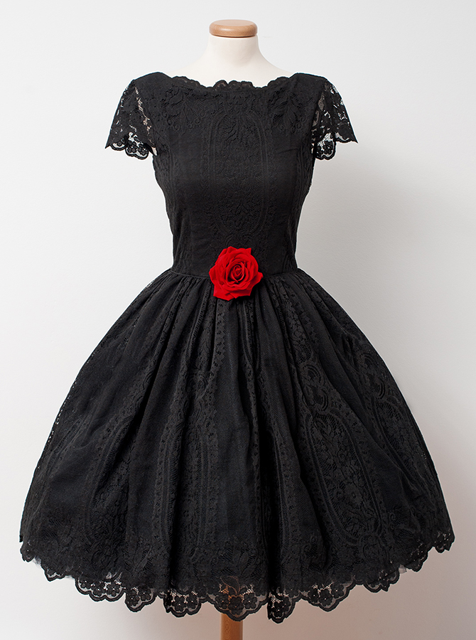 A-Line Crew Knee-Length Cap Sleeves Backless Black Lace Homecoming Dress with Flower фото