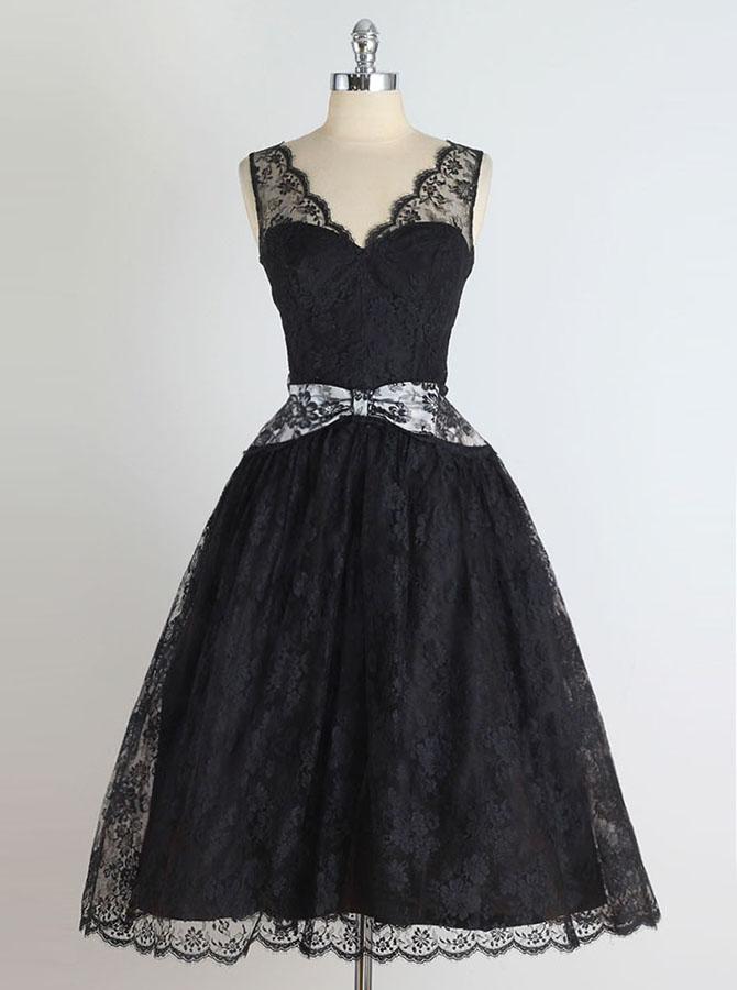 A-Line V-Neck Knee-Length Sleeveless Black Lace Homecoming Dress with Bowknot фото