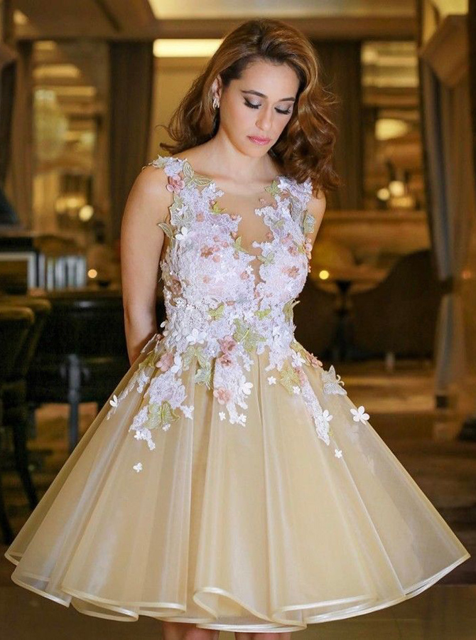 Simple-dress / A-Line Scoop Backless Champagne Organza Homecoming Dress with Appliques
