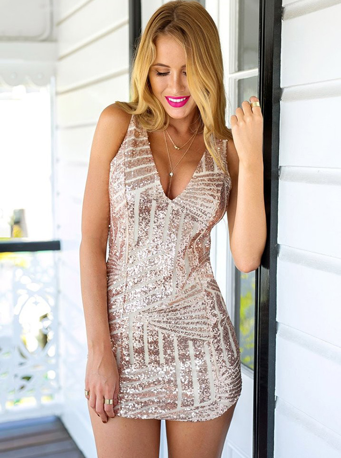Sheath Deep V-Neck Short Sleeveless Pink Sequined Homecoming Dress фото