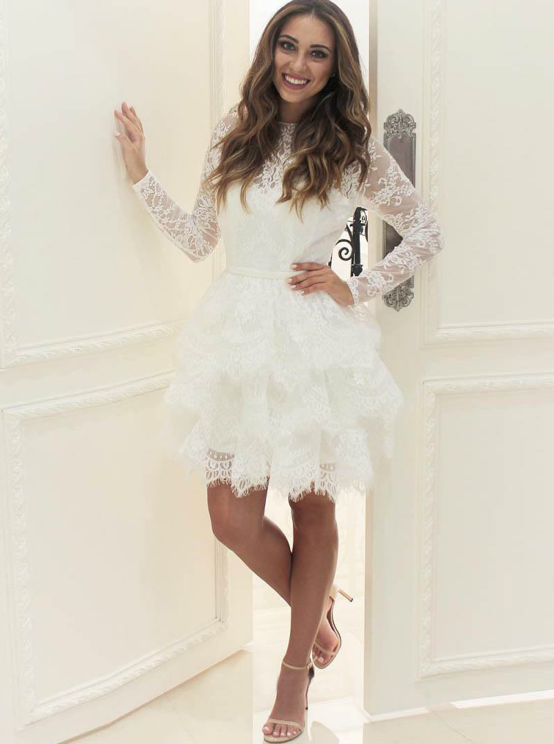 Simple-dress / A-Line Round Neck Long Sleeves Tiered Short Lace Wedding Dress