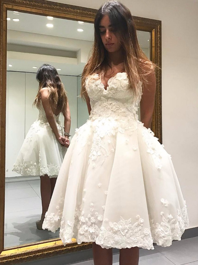 Simple-dress / Ball Gown Sweetheart Short Ivory Tulle Homecoming Dress with Appliques
