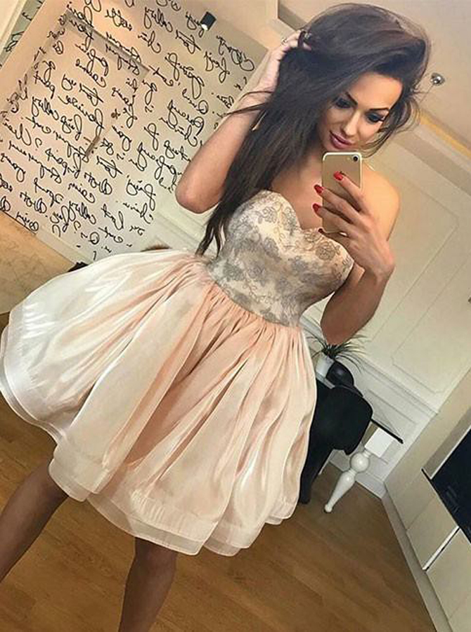 Simple-dress / A-Line Sweetheart Light Champagne Organza Homecoming Dress with Lace