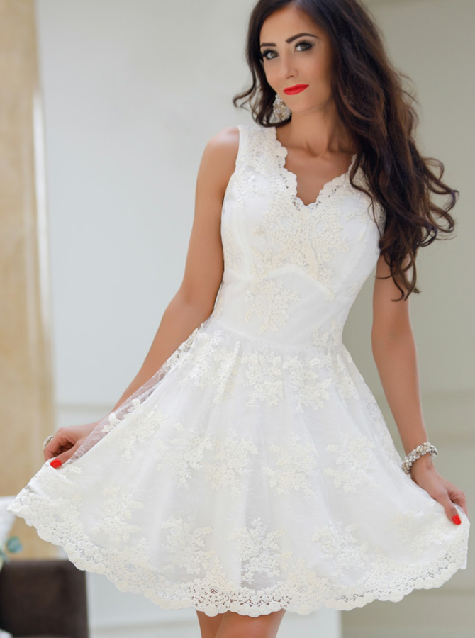 A-Line V-Neck White Tulle Homecoming Dress with Appliques Simple-dress