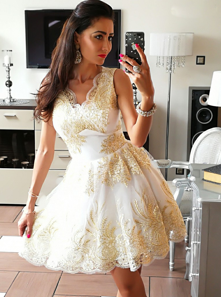 Simple-dress / A-Line V-Neck Short White Tulle Homecoming Dress with Appliques