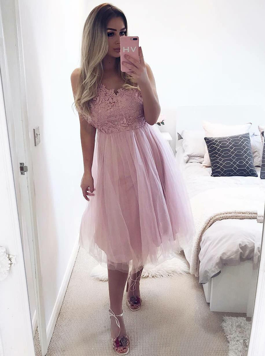 A-Line V-Neck Knee-Length Pink Tulle Homecoming Dress with Lace фото
