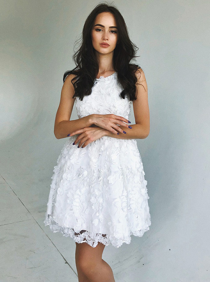 A-Line Round Neck White Short Lace Homecoming Party Dress фото