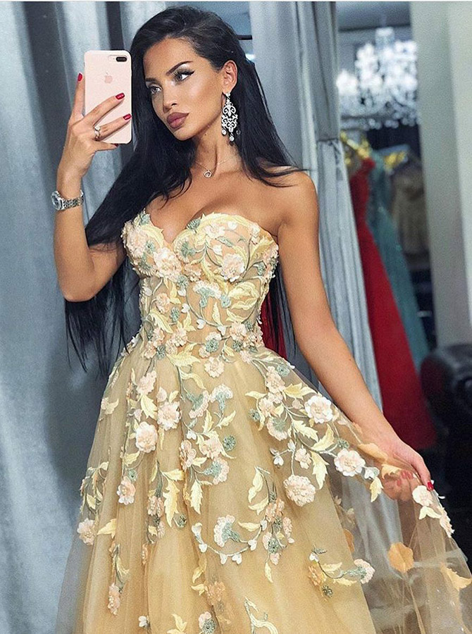 A-Line Sweetheart Knee Length Champagne Tulle Homecoming Dress with Appliques фото