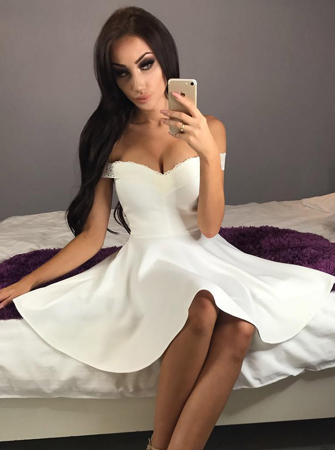A-Line Off-the-Shoulder White Short Homecoming Dress with Lace фото