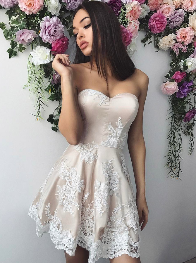 A-Line Sweetheart Ivory Short Homecoming Party Dress with Appliques фото